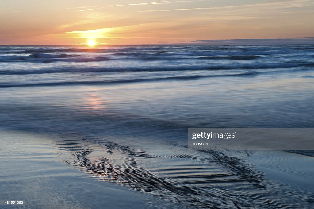Smooth Waves : Stock Photo