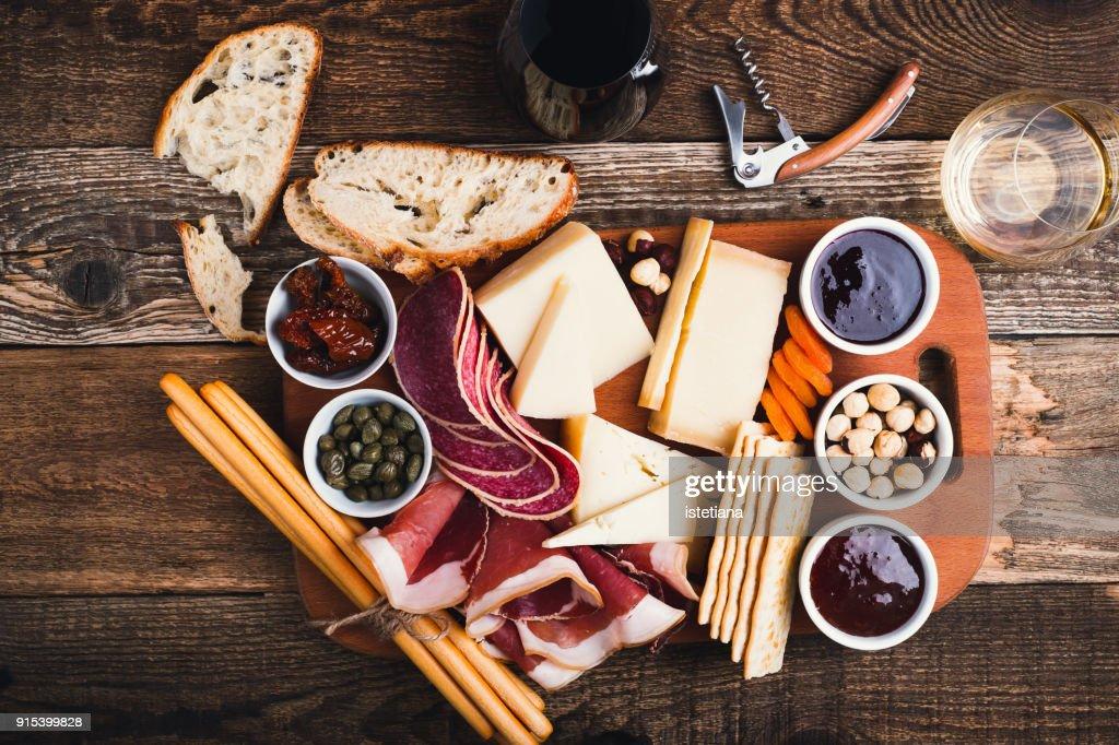 Snack finger food on cutting board : Foto de stock