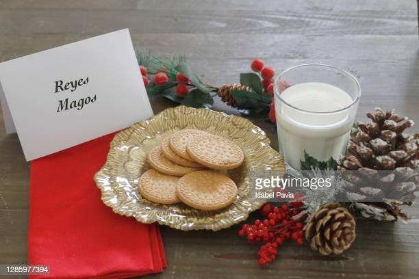 snack for the three wise men. christmas time - los tres reyes magos fotos fotografías e imágenes de stock