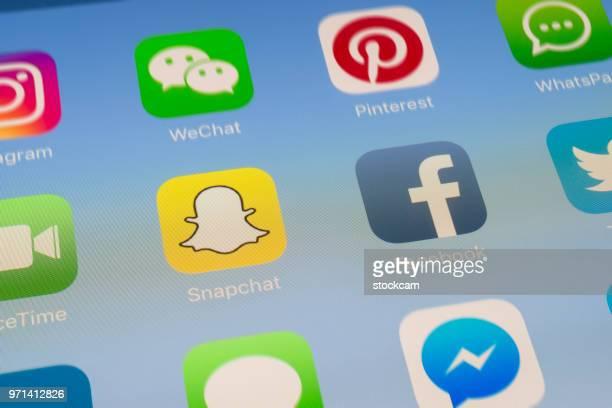 Snapchat, Facebook et autres applications de médias sociaux sur l'écran de l'iPad