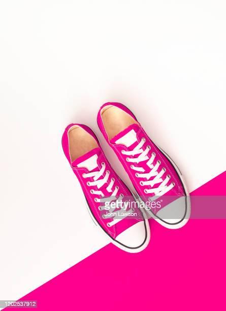 sneakers - ショッキングピンク ストックフォトと画像