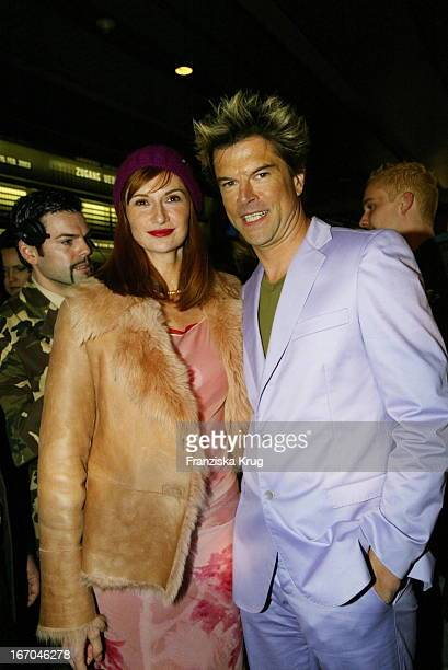 Sänger Campino Von Den Toten Hosen Mit Freundin Karina Krawczyk Bei Der Ankunft Beim Echo 2003 In Berlin