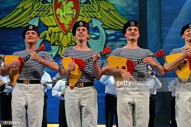 Sänger Musiker und Tänzer vom 'Marinechor der Schwarzmeerflotte' Konzert zur Feier zum 100jährigen Jubiläum der russischen UBootFlotte Moskau...