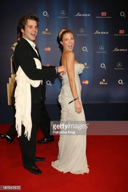 Sänger Patrick Nuo Und Ehefrau Molly Schade Bei Der 57 Bambi Verleihung Im Internationalen Congress Centrum München Am 011205