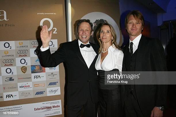 Sänger Peter Kraus Mit Ehefrau Ingrid Bei Der Verleihung Der Diva Im Deutschen Theater In München Am 250107