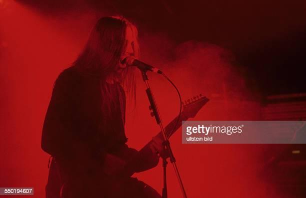 Sänger Peter Tätgren während eines Konzertes in Berlin
