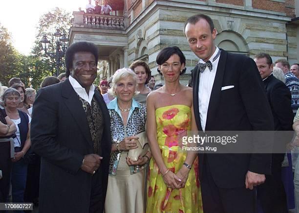 Sänger Roberto Blanco Ehefrau Mireille Mit Charlotte Friedrich Merz Edmund Stoiber Bei Der Eröffnung Der Richard Wagner Festspiele In Bayreuth
