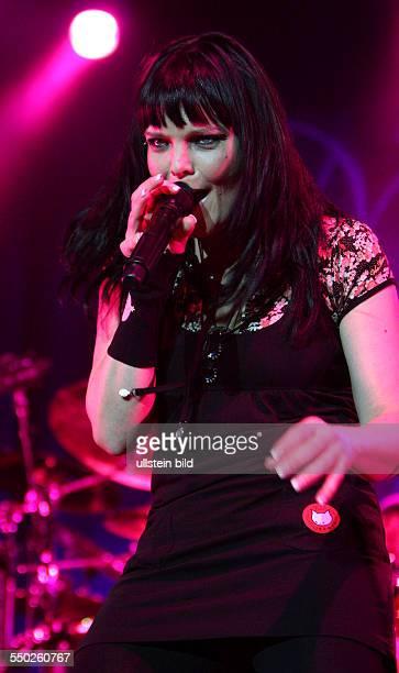 Sängerin Anette Olzon beim Konzert in der Color Line Arena in Hamburg