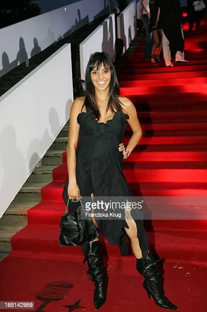 Sängerin Collien Fernandes Bei Verleihung Der German Radio Awards In Berlin Am 020905 Handtasche Stiefel Schwarz .