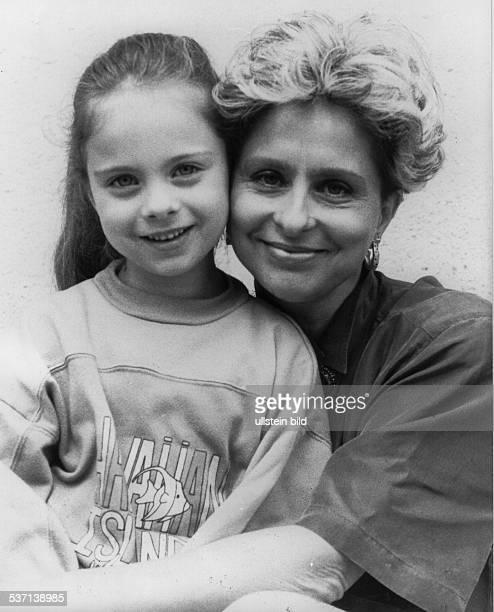 Sängerin D mit Tochter Maxie 1993
