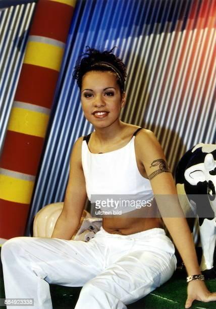 Ricarda Wältgen Sängerin D Porträt sitzt in der Kulisse der Sendung 'Kinderquatsch' im Friedrichstadtpalast in Berlin