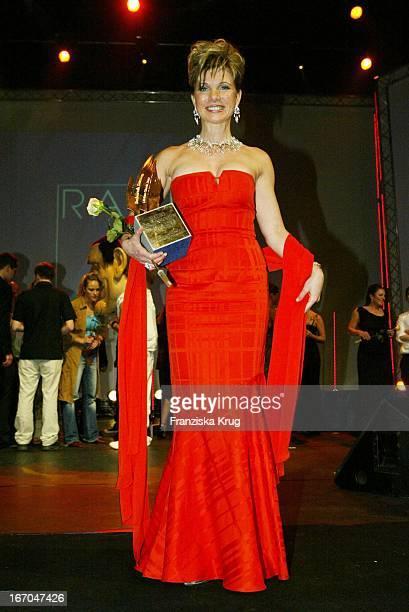 Sängerin Deborah Sasson Bei Der Verleihung Des Radio Regenbogen Award 2003 Im Rosengarten In Mannheim