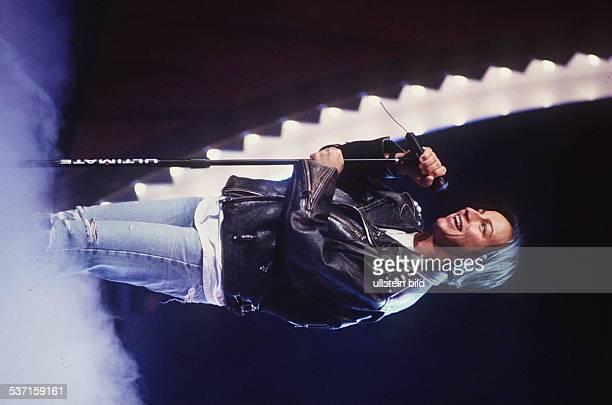 1957 Sängerin Italien mit Mikrophon um 1990