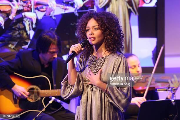 Sängerin Joy Denalane Bei Der Verleihung Des 'Deutschen Medienpreis' Im Kongresshaus In BadenBaden