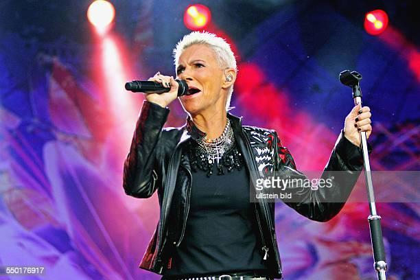 Sängerin Marie Fredriksson während eines Konzertes in der Zitadelle Spandau in Berlin