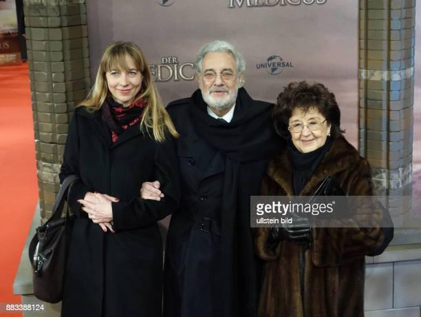 Sängerin Marina Prudenskaya Sänger Placido Domingo Ehefrau Marta Ornelas vl aufgenommen bei der Premiere des Films Der Medicus im Kino Zoo Palast in...