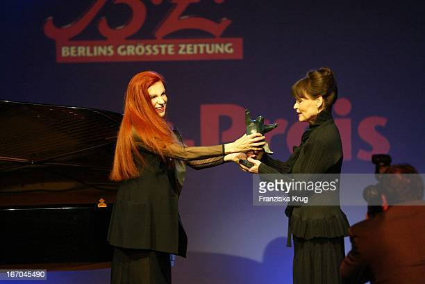 Sängerin Milva Und Schauspielerin Angelica Domröse Bei Der Verleihung Des Bz Kulturpreis In Berlin