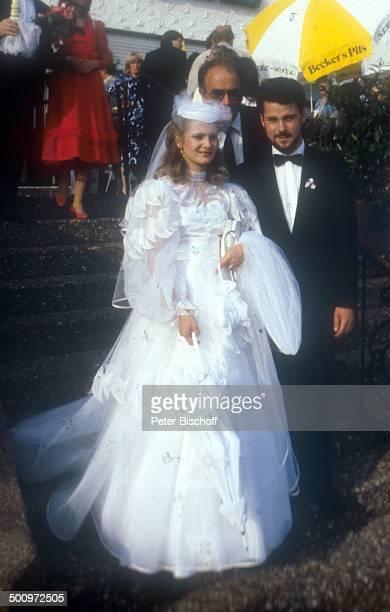 Sängerin Nicole Ehemann Winfried Seibert dahinter Nicoles Vater Siegfried Hohloch A C H T U N G Doppeltes AnstrichHonorar Hochzeit Neunkirchen...