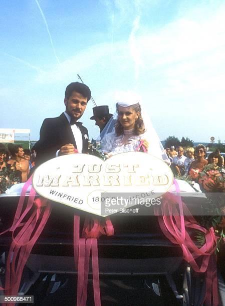 Sängerin Nicole Ehemann Winfried Seibert Hochzeit Neunkirchen Saarland Braut Braeutigam Trauung Mann Kutsche Hochzeitskleid CK Foto Peter Bischoff