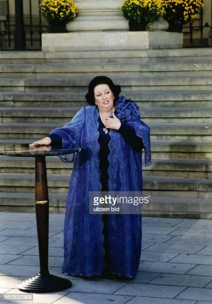 """Sängerin, Oper; Spanien Auftritt bei der ZDF - Sendung """"Das Sonntagskonzert"""" auf dem Gendarmenmarkt in Berlin"""