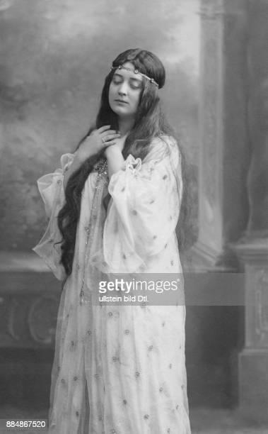 Sängerin Schauspielerin Österreich Portrait in der Rolle als Königin Nyssia in der Oper 'Der König Kandaules' von Alexander Zemlinsky Eugen Schöfer...