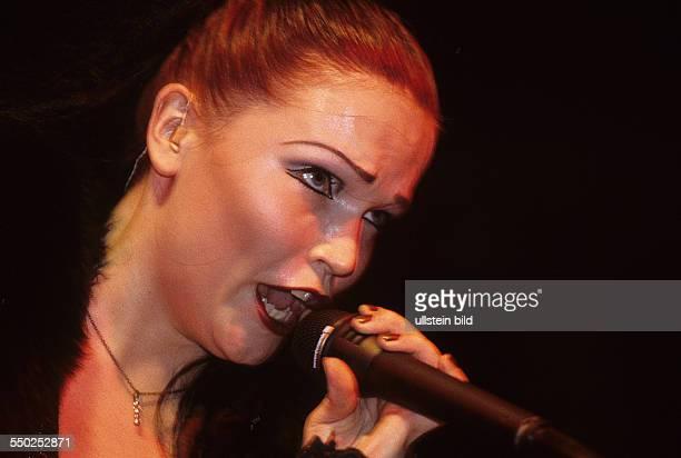 Sängerin Tarja Turunen während eines Konzertes auf dem WaveGotikTreffen in Leipzig