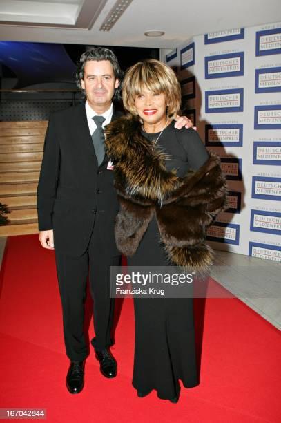 Sängerin Tina Turner Mit Freund Erwin Bach Bei Der Verleihung Des Deutschen Medienpreis 2005 Im Kongresshaus Baden Baden Am 130205