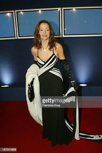 Sängerin Vicky Leandros Bei Der Verleihung Des Medienpreis Bambi In Hamburg Am 271103
