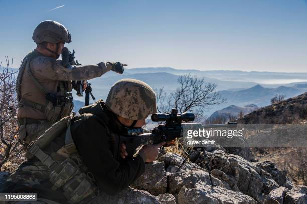 sniper team looking at the target - air soft gun foto e immagini stock