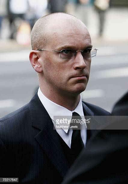 Snooker player Peter Ebdon attends the funeral of Paul Hunter at Leeds Parish Church on October 19 2006 in Leeds England The threetime Masters...
