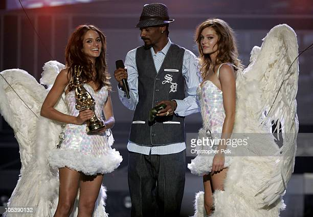 Snoop Dogg and Presenter Angels Lyndsay and Dianna