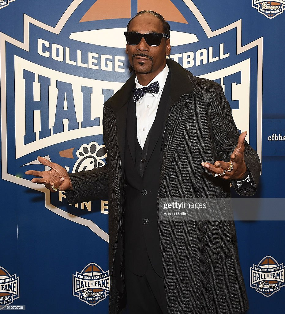 Snoop Dogg attends 'Snoop & Son: A Dad's Dream' Atlanta Screening at College Football Hall of Fame on January 5, 2015 in Atlanta, Georgia.