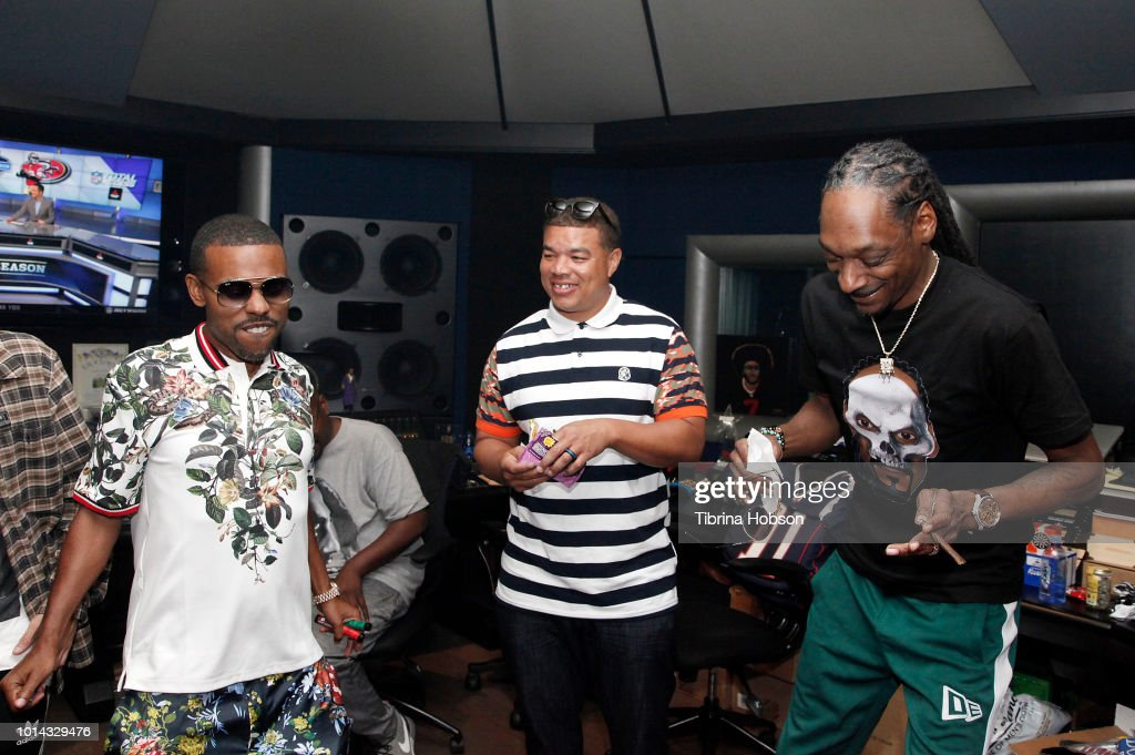 Snoop Dogg (R) attends the Athletes vs Cancer Smoke4aCure Event on August 9, 2018 in Inglewood, California.
