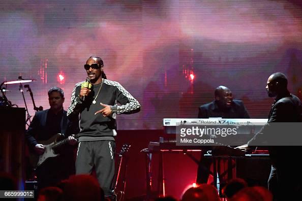 Snoop Dogg performs in honor of 2017 Inductee Tupac Shakur