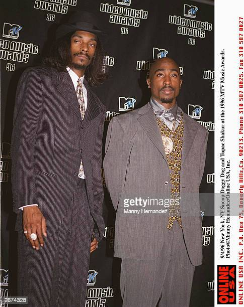 Snoop Doggy Dogg and Tupac Shakur at the MTV Music Awards on September 4 1996 in New York City New York Tupac was shot three days later in Las Vegas