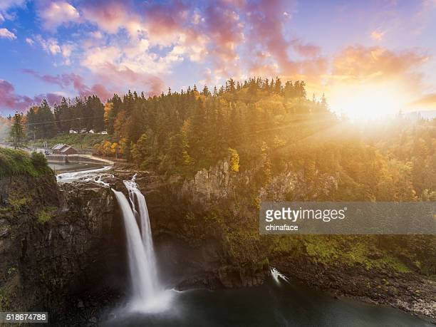 snoqualmie falls in fall - washington state stock pictures, royalty-free photos & images