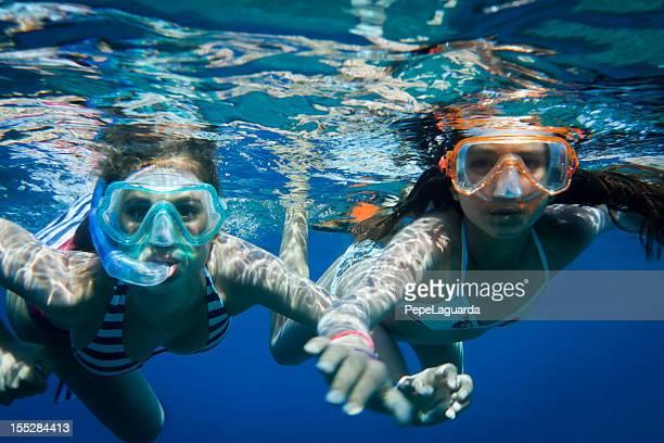 Buceo con esnórquel en el Mar Mediterráneo.
