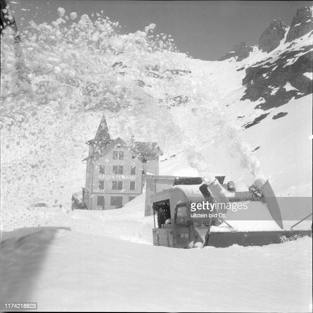Snow blower on the Klausen pass road, 1960