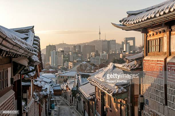 snow bukchon - seoul stock pictures, royalty-free photos & images