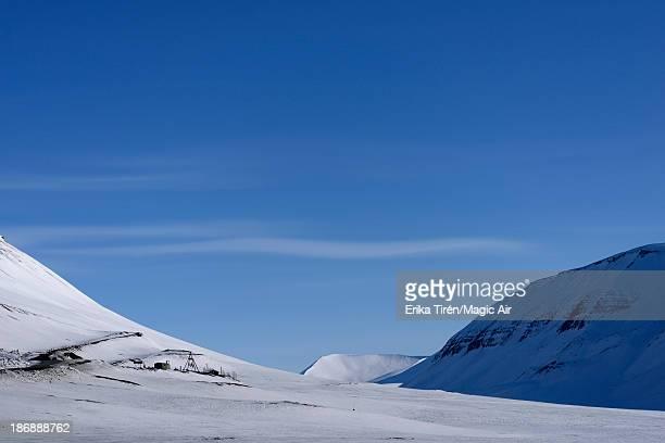 snow capped foothill - erika de la vega fotografías e imágenes de stock