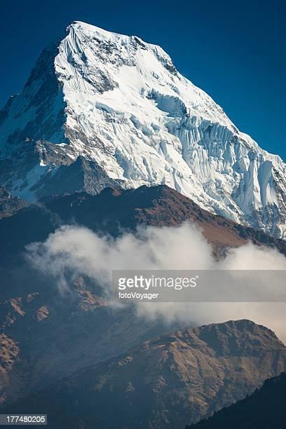 Schneebedeckte Berggipfel beeindruckenden Gletschern Annapurna-Himalajagebirge Nepals