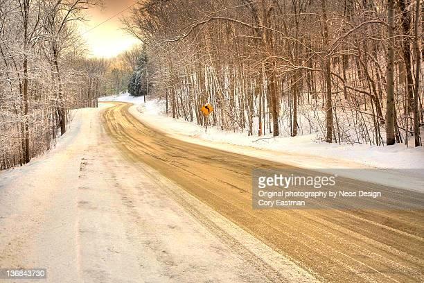 snow covered backroad - green bay wisconsin imagens e fotografias de stock