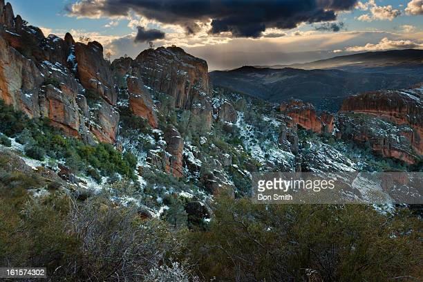 snow covered high peaks - don smith foto e immagini stock