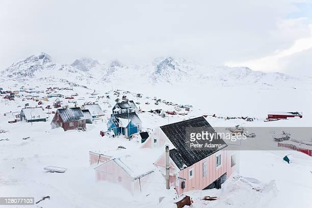 snow covered house, tasiilaq, greenland - 東 ストックフォトと画像