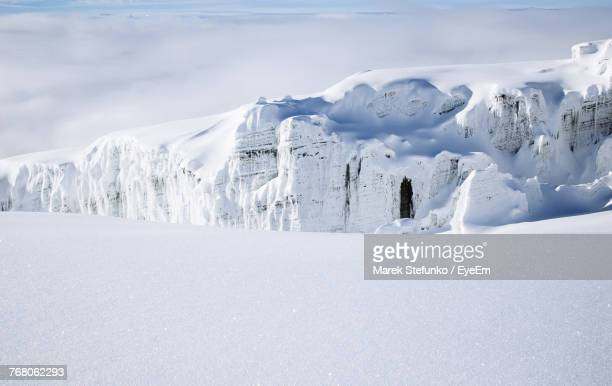 snow covered landscape against sky - marek stefunko stockfoto's en -beelden