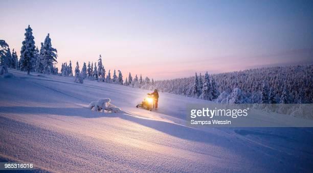 a snow covered mountain in lapland, finland. - snowmobiling - fotografias e filmes do acervo