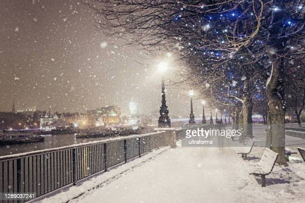 snow covered queen's walk and jubilee gardens in london at dusk - charming stock pictures, royalty-free photos & images