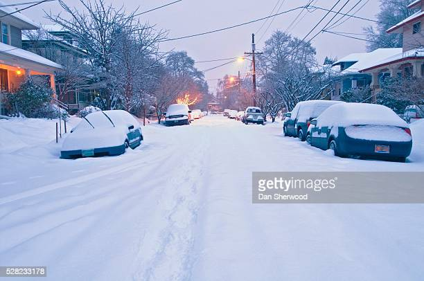 snow covering a residential street (se 35th avenue) - dan sherwood photography stock pictures, royalty-free photos & images