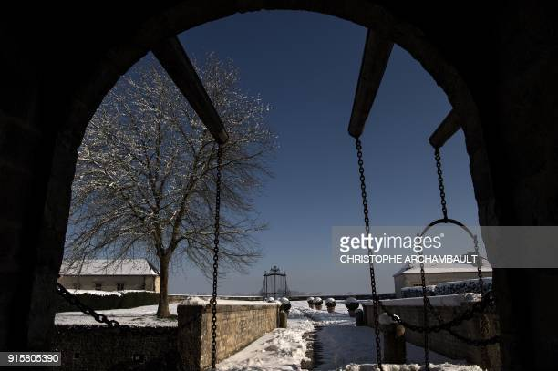 Snow covers an alley leading to the castle of Chamerolles near Orleans some 120 km south of Paris on February 8 2018 / AFP PHOTO / CHRISTOPHE...