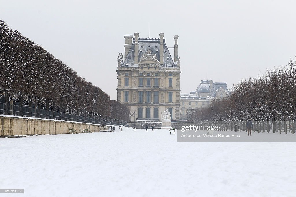 Snow covers the ground on January 20, 2013 in Paris, France. Heavy snowfall fell throughout Europe and the UK causing travel havoc and white layers of pretty scenery.